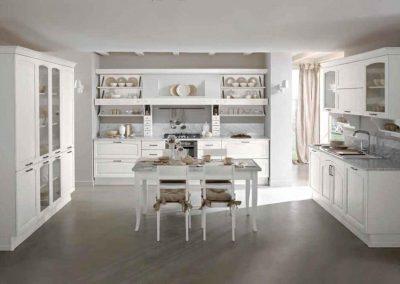 cucina_classica_bianca_legno_massello_novità_marmo_bianco_carrara
