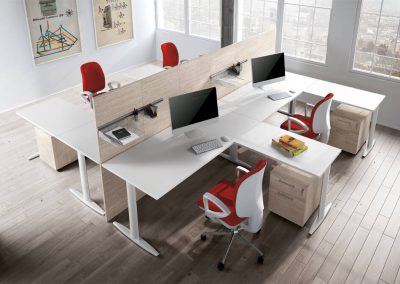 scrivanie_ufficio_operativo_l_angolo_divisione_pannello