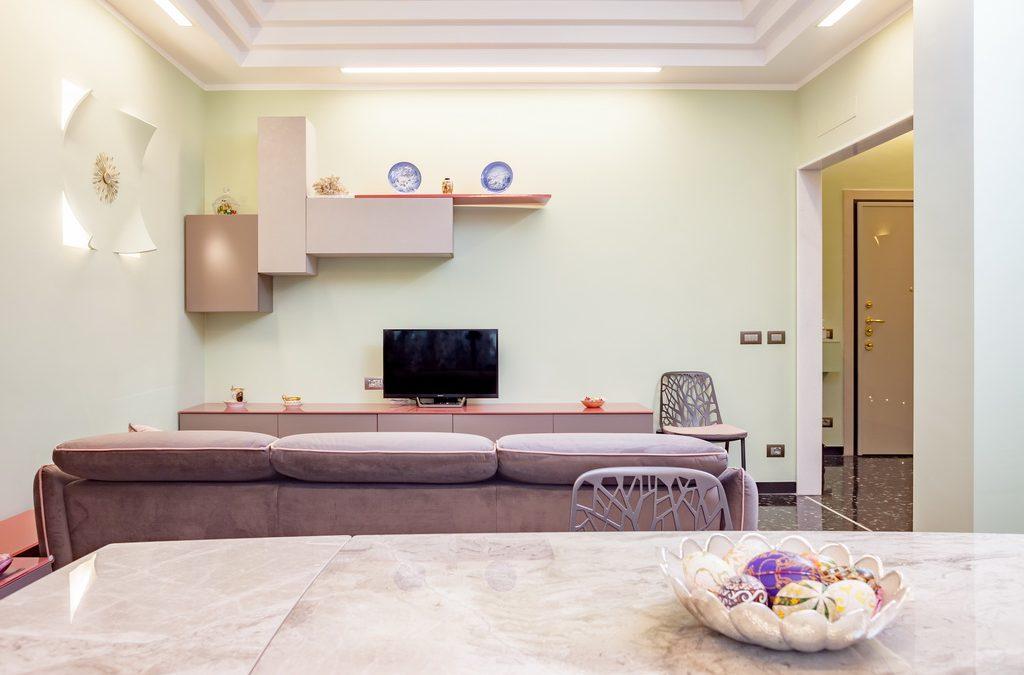 Una casa moderna, minimal, estremamente colorata